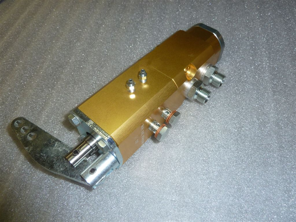 Distributore per la frenatura pneumatica con freno di stazionamento incorporato