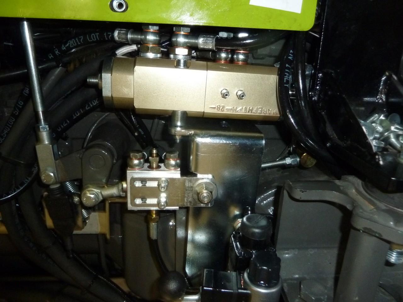 distributore-tipo-ma-be-fh1-m-collegato-alla-valvola-di-frenatura-idraulica-rimorchio-tipo-ma-fhy.jpg
