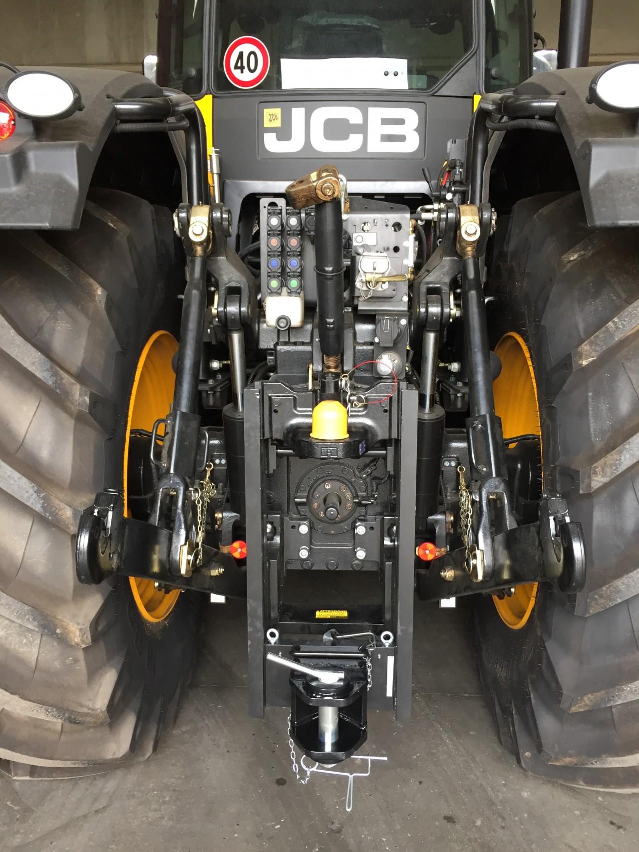 Gancio di Traino tipo Slider Installato su JCB 8330 Fastrac (MR)