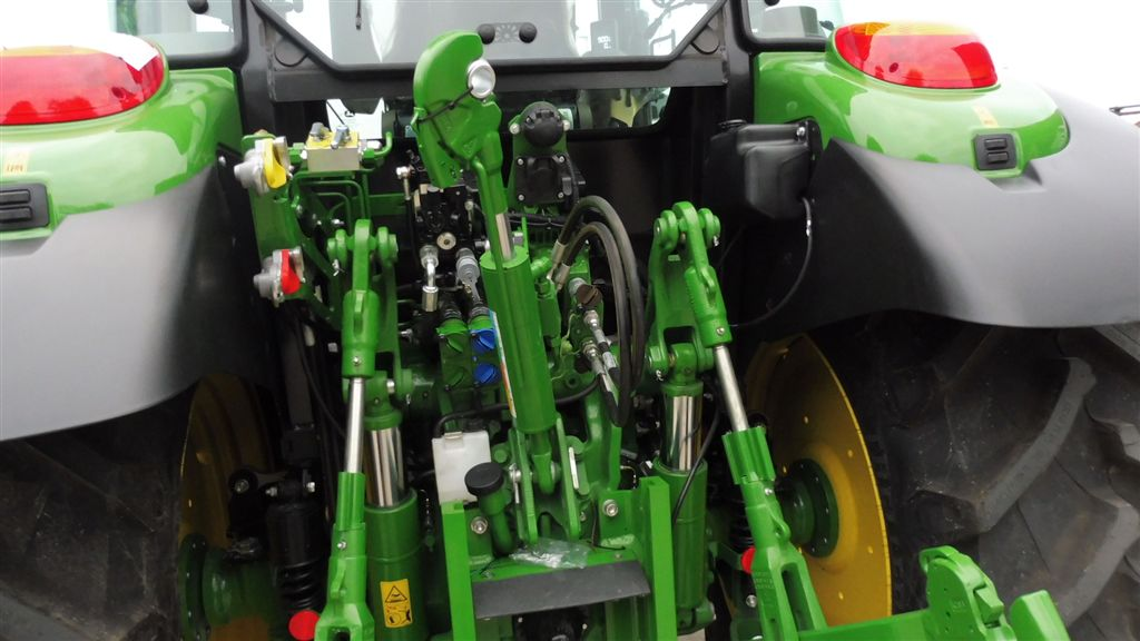 john-deere-5125-r-mother-regulation-1.jpg