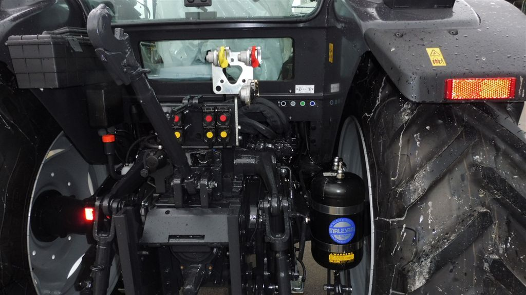 mc-cormick-t-115-max-rs-23-7.jpg